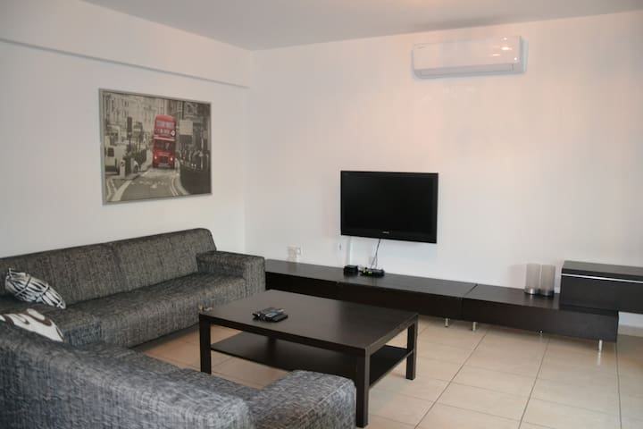 Modern 1-bedroom Apt with wifi + cable TV