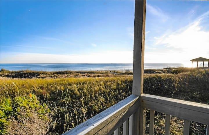 Direct Oceanfront w/ 2 Balconies + 2 Bikes to use!