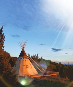 A Glam-camping Tipi - hot shower under the stars