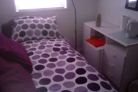 Town house - small guest room. - Slough - Lakás