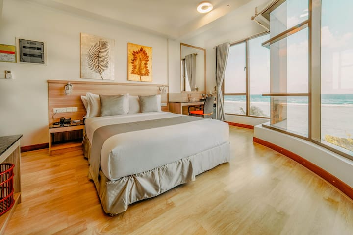 Paralian Sea-View Hotel