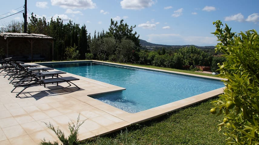 Renovated villa, big garden, pool, great views
