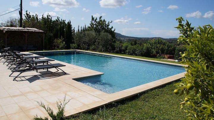 Renovated villa, big garden, pool, great views