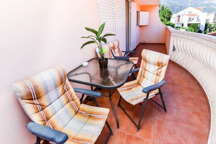 Apartment with Balcony MARIO