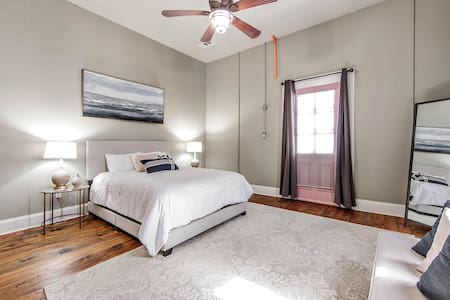 Furnished 1BR/1BA Downtown Thibodaux Available For Monthly Rates| Redamo 🖤
