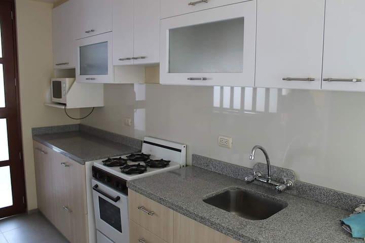 Lindo y cómodo departamento. - José Luis Bustamante y Rivero - Apartment