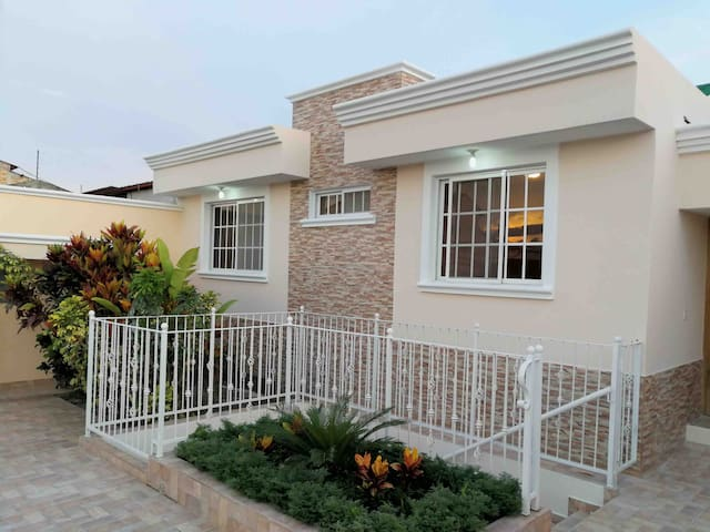 FullCasa 4 habitaciones, 2 parques,zona atractiva.