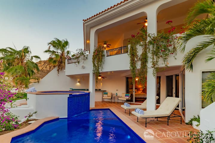 Walk to the Marina from this Impeccable Villa