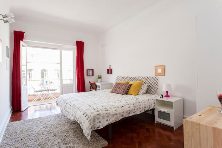 Double room with balcony! Auto check-in - Lisbon - Flat