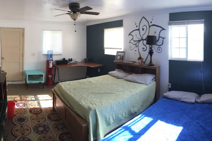 Large Room in Long Beach