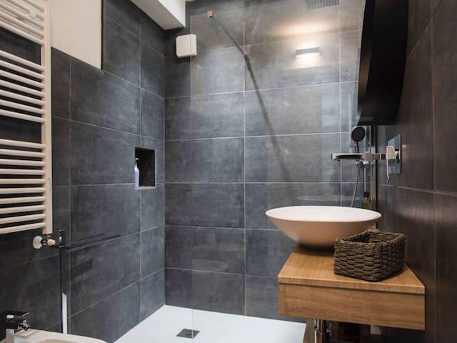 Monari's Amsterdam Suite