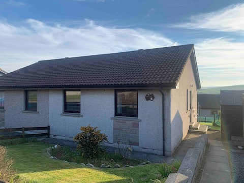 Cosy 2 bedroom home with off street parking