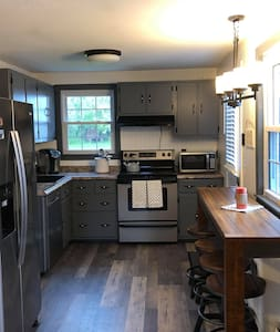 Cozy, modern house in Bangor - close to everything