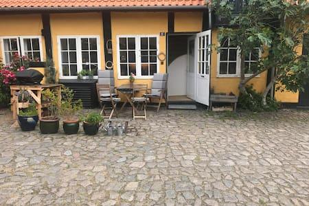 Svanekeidyl i Gammel Købmandsgård