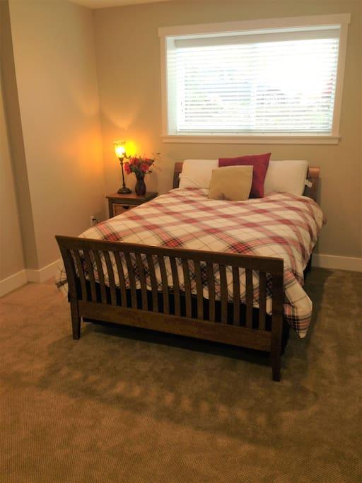 Super comfortable queen bed!