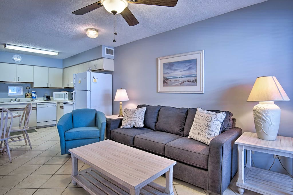 Explore Alabama's sugar-white beaches from this Gulf Shores vacation rental!