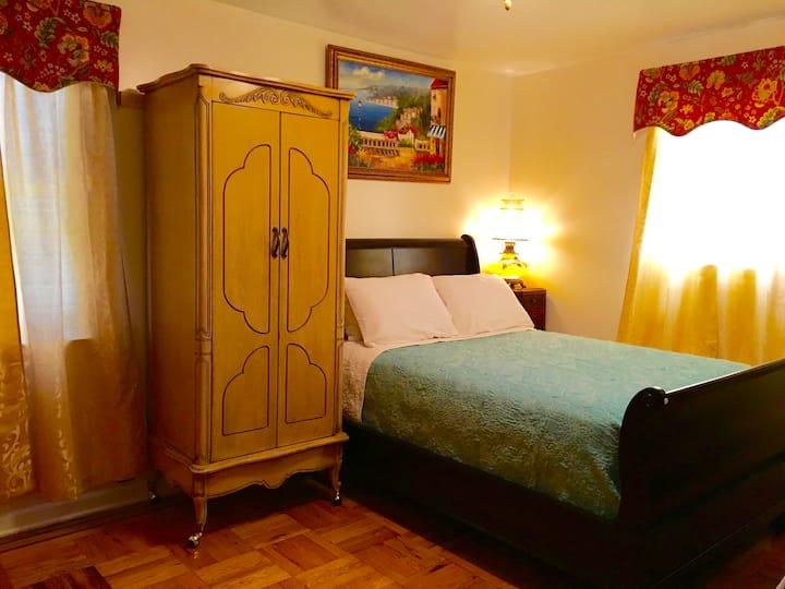 Private Master Bedroom Close to LGA/Manhattan