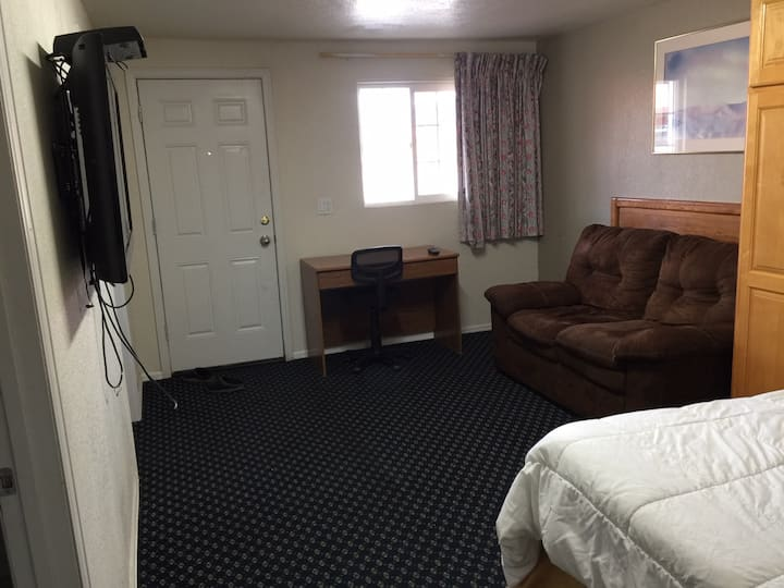 Extended Stay Studio Apartment w/Kitchenette 140