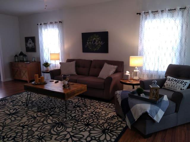 Comfortable 2 Bedroom House in Quiet Neighborhood