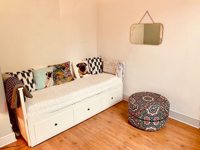 Lounge / sofa area