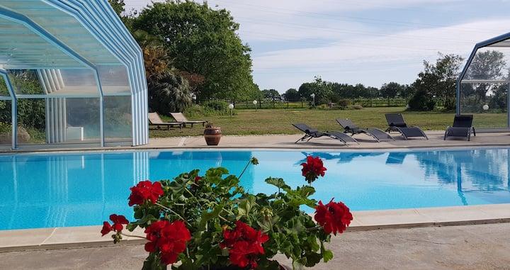 Gîte à la ferme avec piscine couverte
