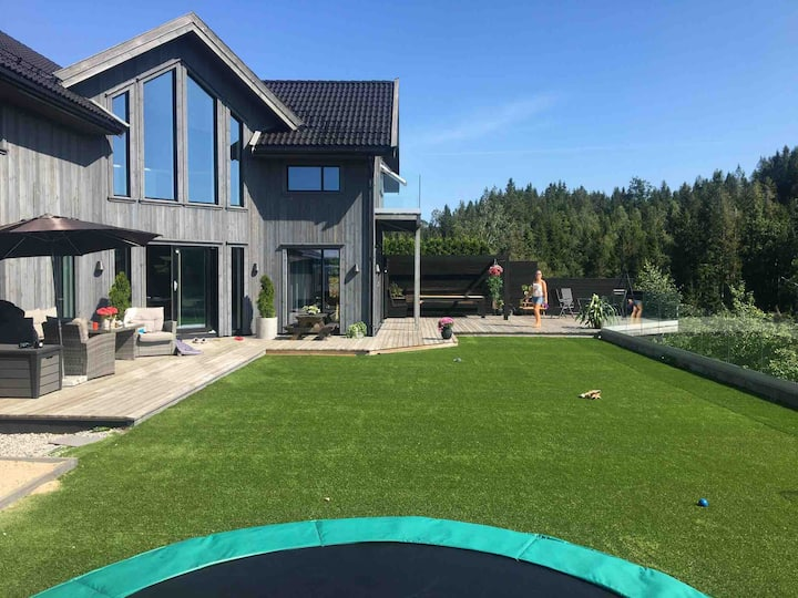 Stort moderne hus på koselige Sørlandet