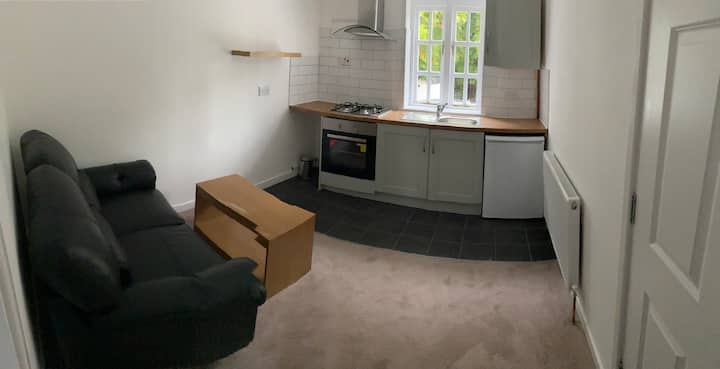Small cosy studio apartment Coventry Near City (TW