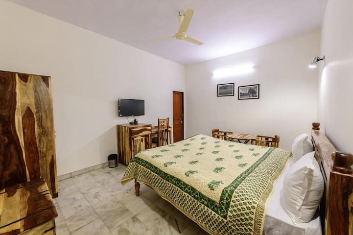 Perfect Stay at SawaiJai Singh Highway with Garden