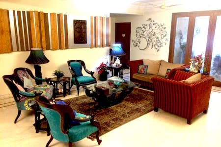 Well furnished private room  Homestay  Dover Road - Calcutta - Appartement