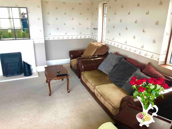 Quiet & Bright King room near M1-London-Airport