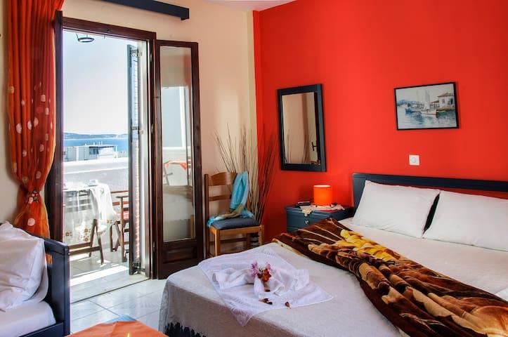 Beautifull Triple room/sea view in Christina rooms
