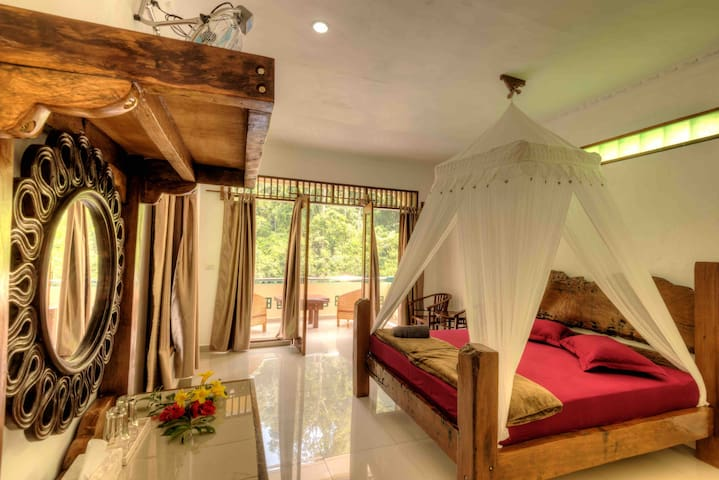 Deluxe Jungleview Room with balcony - Bukit Lawang