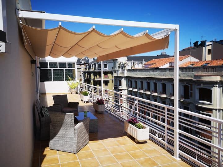 Ático de lujo con terraza y vistas a la ciudad