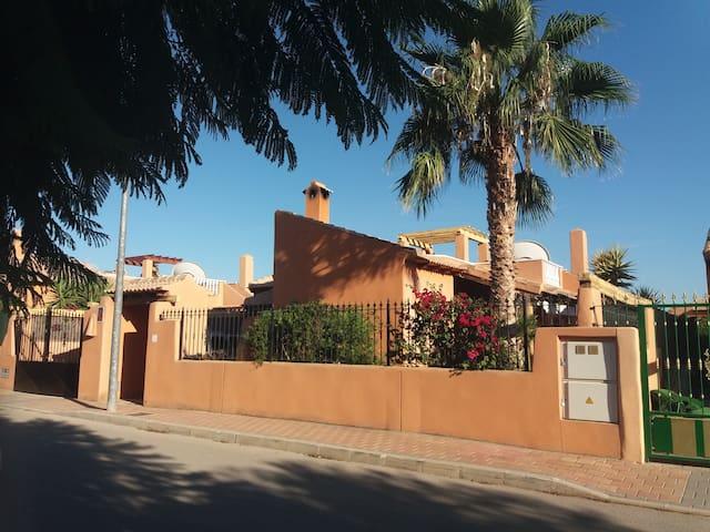 Villa avec piscine au calme proche des thermes