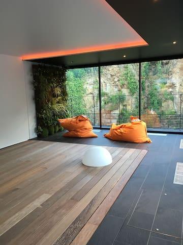 le plancher sécurisant la piscine