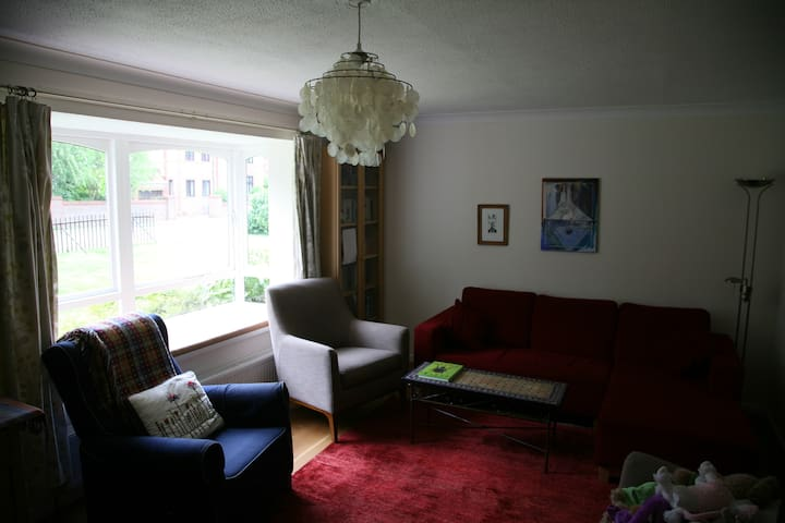 Detached house, walk to University and centre