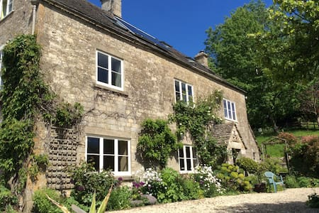 Cotswold farmhouse attic flat - Gloucestershire