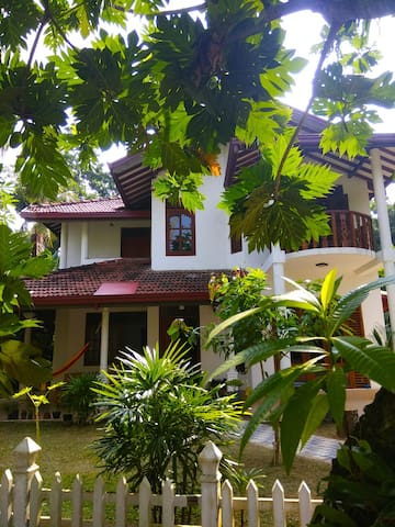 "King room + electric bicycles in ""Villa Weligama"""