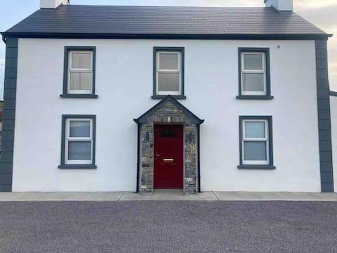 Beautiful, newly renovated Riverside House, Brosna