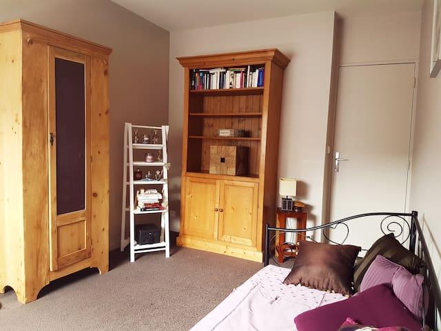 Chambre spacieuse en plein coeur de ville - Rueil-Malmaison - Apartament