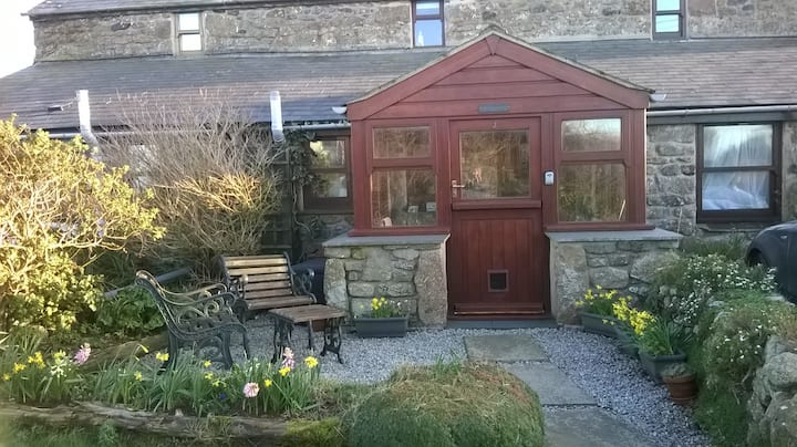 Cosy, dog friendly cottage near the coastal path