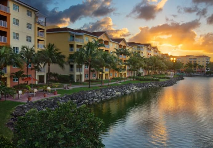 Large 2bds condo in Marriott resort at Doral
