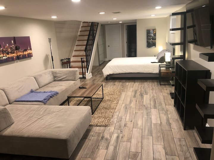 Entire apartment-like basement in Brewerytown.
