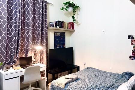 Clean and cozy room in Bin Mahmoud