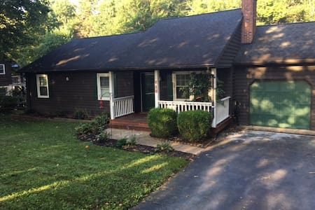 Pet/Kid Friendly Near Shenandoah N.P. and Wineries - Barboursville - Casa