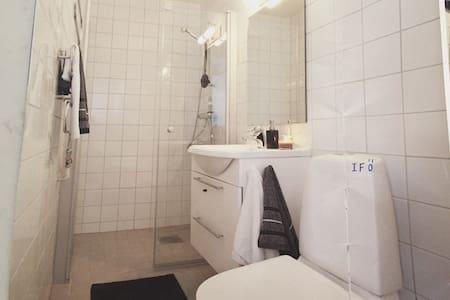 Centralt fräscht boende för 1 person! Eget badrum! - Lund