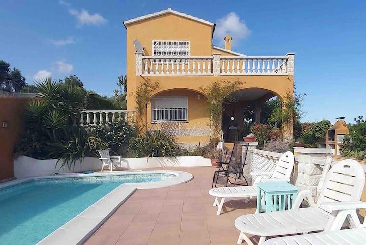 Magnífica casa con jardín y piscina