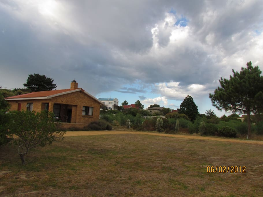 large gardens with outside braai facilities
