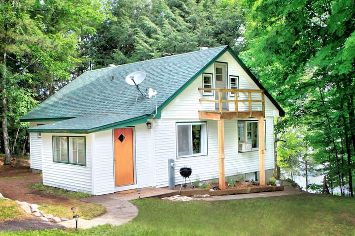 IdaJo- Northwood's Year round Lake-front Home