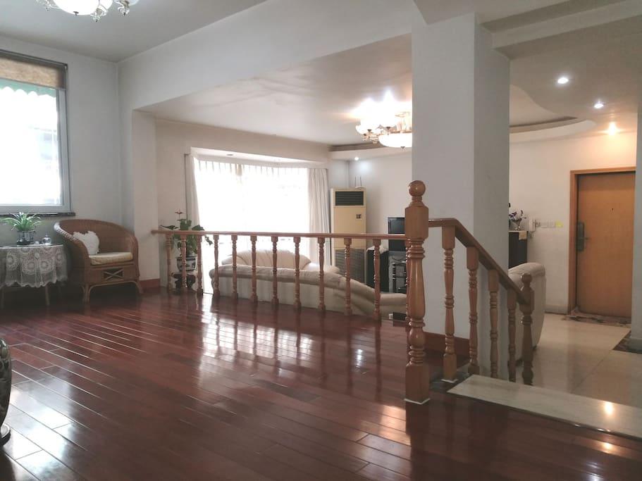 错层客厅及休闲运动厅客厅近三十平方的客厅及休闲运动厅